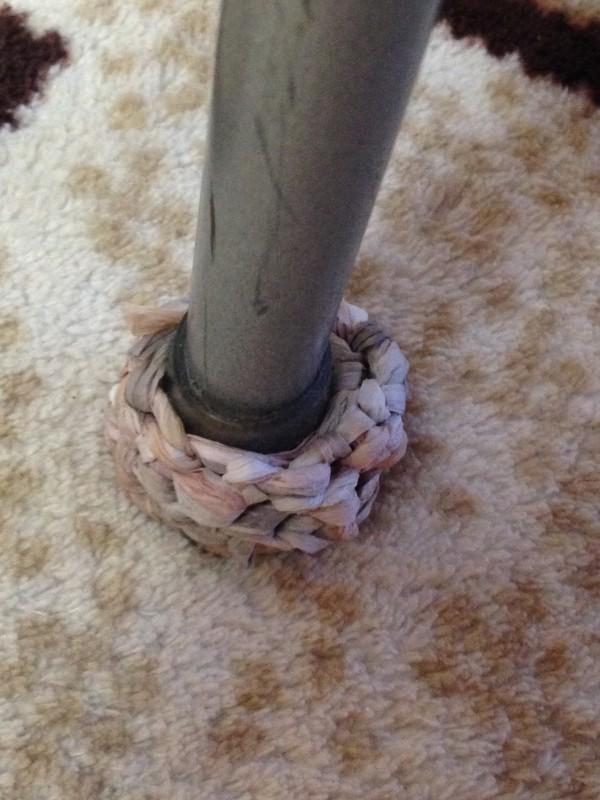紙×ニットで簡単・丈夫な椅子の足カバー