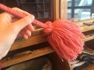 大掃除に大活躍!アクリル毛糸で作るミニモップ
